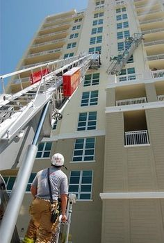 Window Washing Raises Safety Concerns in USA