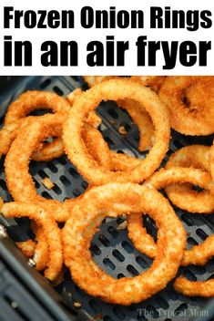 Frozen onion rings in air fryer turn out so crispy and delicious! Making Ninja Foodi onion rings as a side dish is our jam, I bet you'll love them too. Onion Rings Air Fryer, Air Fryer Recipes Onion Rings, Air Fryer Oven Recipes, Air Frier Recipes, Air Fryer Dinner Recipes, Onion Recipes, Frozen Onion Rings, Baked Onion Rings, Cooks Air Fryer