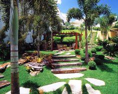 O jardim é uma das primeiras impressões que temos de uma casa: como ela deve ser organizada, como é o temperamento de seus donos e outros pequenos detalhes