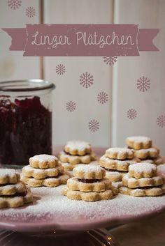 One of the classic holiday cookie staples: Linz Cookies with jam and powdered sugar. Delicious!! Linzer Plätzchen mit Puderzuckerschnee http://www.gorara.com/morgen-hat-seinen-anfang-schon-heute/