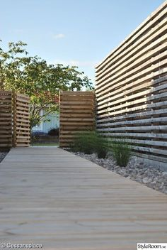 - garden - We built our house in 2004 and started from box one on old arable land in plant zone 1 by planting - Outdoor Projects, Garden Projects, Diy Backyard Fence, Porch And Terrace, Home Landscaping, Garden Trellis, Fence Design, Garden Inspiration, Outdoor Gardens