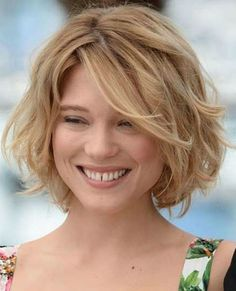 Simple Messy Wavy Bob Hairstyle