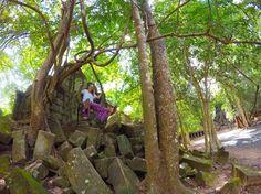 ちゃんとお許しもらって天然ブランコ😁👍 #ファインダー越しの私の世界 #ダレカニミセタイケシキ #アンコールワット #カンボジア #世界遺産 #worldheritage #cambodia #trip #旅人 #空 #sky #beautiful #旅に出るよ#ゴープロのある生活 #goprogirl #gopro #goprojp # #nature #遺跡 #remains #worldtraveler #trip #travel #worldheritage #旅 #旅好きな人と繋がりたい #写真好きな人と繋がりたい #ベンメリア