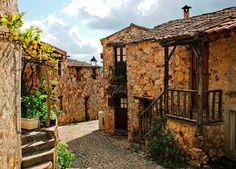 Casal de São Simão pertence à redes das aldeias de xisto e faz parte do concelho de Figueiró dos Vinhos.