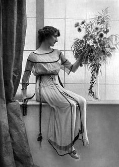A Model Wearing a Dress Made by Jeanne Lanvin. Jeanne Lanvin, 1900s Fashion, Edwardian Fashion, Vintage Fashion, Edwardian Era, Vintage Vogue, Victorian, Edwardian Clothing, Historical Clothing