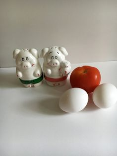Vintage Mr and Mrs. Pig Salt & Pepper Shaker Set. Adorable ceramic pigs, Salt and pepper set, country kitchen, Pig collector Animal Farm by KyriesTreasureChest on Etsy