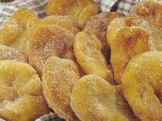 Orelhas de Abade Donut Recipes, Snack Recipes, Dessert Recipes, Cooking Recipes, Snacks, Cooking Tips, Portuguese Desserts, Portuguese Recipes, Portuguese Food