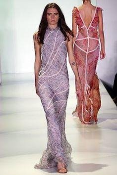 Vera Wang Spring 2003 Ready-to-Wear Collection Photos - Vogue