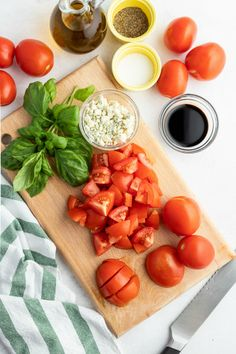Balsamic Tomato Salad - Family Fresh Meals Family Fresh Meals, Easy Family Dinners, Quick Easy Meals, Easy Summer Desserts, Summer Recipes, Tomato Salad Recipes, My Favorite Food, Favorite Recipes, Cooking Recipes