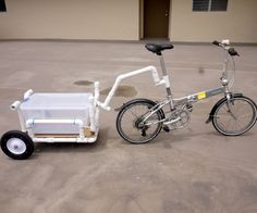 The idea for this bike trailer/shopping cart was due to a new grocery store opening near my home. The problem I had was, it was a little too close to drive to, but. Dog Trailer, Trailer Diy, Bike Trailer, Hieleras Coleman, Bike Wagon, Bike Cart, Fishing Cart, Beach Wagon, Beach Cart
