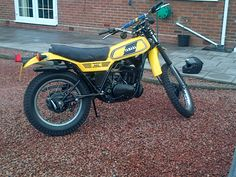 Collectors and Restorers of the famous two-stroke dual sport motorcycles from Yamaha from 1968 through the Dt Yamaha, Yamaha Motor, Enduro Motorcycle, Dual Sport, Barn Finds, Vintage Motorcycles, Log Homes, Random Stuff, Purpose