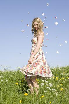 ALSAMENDI Floral, Skirts, Fashion, Moda, Fashion Styles, Flowers, Skirt, Fashion Illustrations, Flower