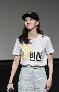 """Kim Go Eun Update ⚠ Kim Go Eun last July 2018 at the Guerilla Stage Greeting event in Lotte Cinema World Tower❤ (c) as tagged Korean Actresses, Asian Actors, Korean Actors, Actors & Actresses, Kim Go Eun Style, Korean Shows, Feather Fashion, Hallyu Star, Korean Drama Movies"