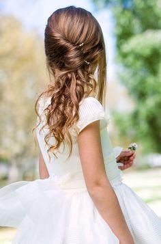 Coiffures de mariage pour petite fille: queue-de-cheval torsadée