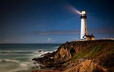 El conocido faro Pigeon Point una vez al año sustituye sus modernas luces actuales por sus antiguas cinco lámparas de queroseno que antaño iluminaban los mares y guiaban a los marineros. Este acto anual tiene cientos de espectadores que se asombran al ver su histórico faro iluminado como en sus orígenes.