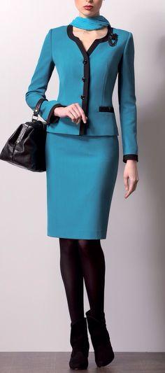 Pair this teal blue suit with modern optical eyeglass frame riveting for blue eyewear Más