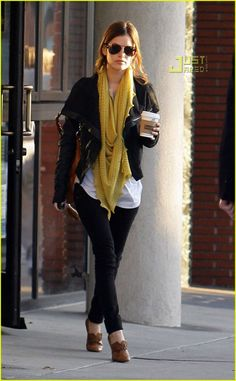 It's so easy to look chic for fall. Skinny jeans, scarf, pain t-shirt, leather jacket, booties and you're set to go.