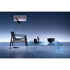 Neutra is Rodolfo #Dordoni's #coffeetable made for @fiamitaliaspa . It is made of 12mm thick curved glass.