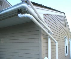 Why have Pvc Pipes for downspouts? Because of more uses with the many pvc connectors. You can send to rain barrels as this link shows or. Pvc Pipe Crafts, Pvc Pipe Projects, Home Projects, Rain Barrel System, Diy Gutters, Pvc Furniture, Pex Tubing, Water Collection, Rainwater Harvesting