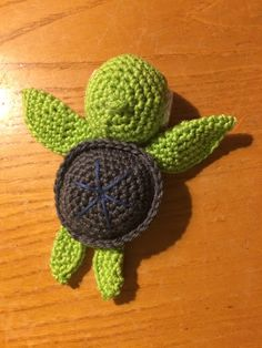 One of this week's Featured Favorites at the Wednesday Link Party is the project Little Turtle crocheted by Liz of Howling at the Moon! This is a free pattern and the link to it is included in Liz's post here: Little Turtle - https://howling-liz.blogspot.ca/2018/02/little-turtle.html The pattern is available in English :) Join our Wednesday Link Party and check out the other projects here: https://oombawkadesigncrochet.com/2018/03/wednesday-link-party-235.html