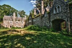 Once an amazing mountain getaway, the abandoned Dundas Castle now lies hidden on a sprawling 964 acres of forestland in Roscoe, NY, and at first glance looks like a bustling medieval village.