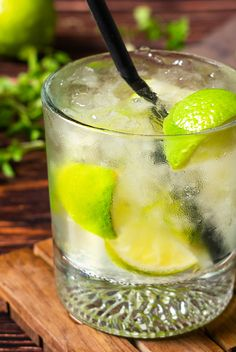 This is incredibly easy to pull together and a delicious drink for those warm days ahead. Spring Cocktails, Yummy Drinks, Cocktail Recipes, Cucumber, Fruit, Kiwi, Ethnic Recipes, Warm, Food