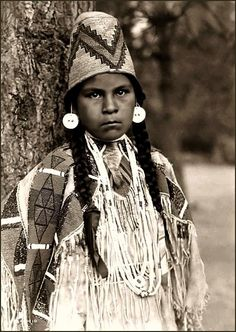 Umatilla Maiden. Beautifully photographed in 1910 by Edward S. Curtis.