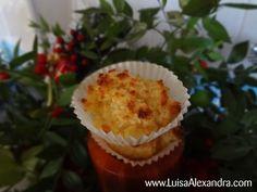 No copo da Bimby coloca-se os ovos inteiros, com a borboleta colocada nas lâminas. Programa-se 2 min., temp. 37º, vel. 4. Adiciona-se o açúcar e o côco e p