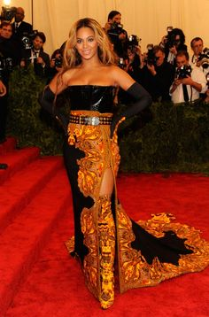 Beyoncé opted for a printed Givenchy by Riccardo Tisci gown with matching gloves and thigh-high boots