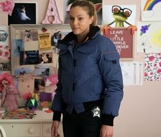 Tracy Spiridakos Tracy Spiridakos, Rain Jacket, Windbreaker, Athletic, Zip, Jackets, Fashion, Down Jackets, Moda