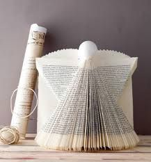 bücher falten - Google-Suche Folded Book Art, Paper Book, Book Page Crafts, Recycled Books, Book Folding Patterns, Angel Crafts, Book Sculpture, Old Book Pages, Paper Artwork