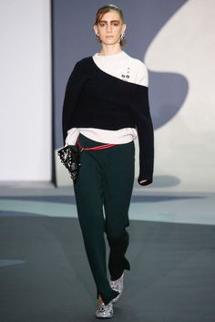 2016-17秋冬プレタポルテコレクション - トーガ(TOGA)ランウェイ|コレクション(ファッションショー)|VOGUE JAPAN
