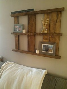 16 Pallet Wall Decorations For Creative Home Owners