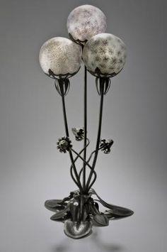 Louis Majorelle et Daum Frères, lampe Fleurs de pissenlit, modèle créé vers 1902.