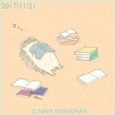 1339 はりこ、本読んでるからね。 I'm reading books. 寝転んで本を読むと、よく顔面に本が降ってきます。 #illustration #hedgehog #イラスト #ハリネズミ #なみはりねずみ