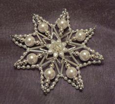 """Korálková+hvězda+""""Stříbrnice""""VI+Ledová+perlová+hvězda+o+průměru+13,5cm"""