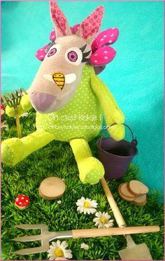 mini-baya déguisée en fleur
