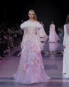 Stunning Embroidered Pink Off Shoulder A-Lane Evening Maxi Dress / Evening Gown with Long Sleeves, Floral Print and small Train. Fashion Runway Show by Georges Hobeika Evening Dresses, Prom Dresses, Ladies Dresses, Runway Fashion Looks, Prom Dress Couture, Hijab Style Dress, Valentino Dress, Elegant Dresses For Women, Modest Fashion