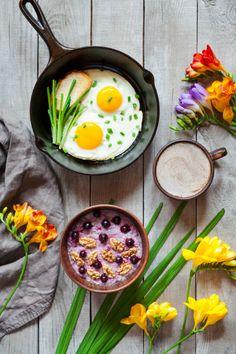 Après avoir perdu de sa superbe ces dernières années, le petit déjeuner semble peu à peu revenir sur le devant de la scène. Et vous, vous prenez le temps de petit-déjeuner ? 🙂🥣  #petitdéjeuner #repas #étude #enquête #céréales #fruits #fibres #conseil #santé #nutrition #vitamines #petitdéj #breakfast #eggs #bread #conseil #astuce #santé #lesaviezvous Healthy Recipes, Fibres, Breakfast, Ethnic Recipes, Food, Being Healthy, Meal, Vitamins, Morning Coffee