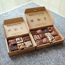 58 Trendy ideas for gifts packaging brownie Brownie Packaging, Dessert Packaging, Bakery Packaging, Food Packaging Design, Dessert Boxes, Chewy Brownies, Baking Business, Cafe Food, Macaron