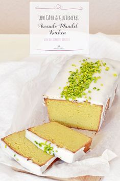 Schnell und einfach gebacken ist dieser Low Carb Avocado-Mandel-Kuchen mit Limette