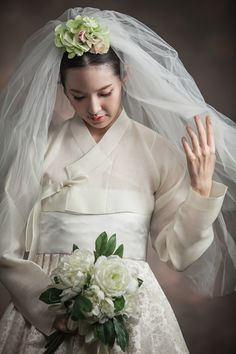 Hanbok wedding dress by Jahong (자홍) http://www.jahong.co.kr/