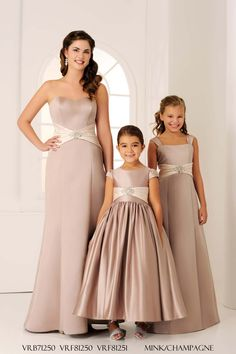 15 Champagne Bridesmaid Dresses That Your Girls Will Love – Kirsty 15 Champagne Bridesmaid Dresses That Your Girls Will Love A selection of champagne bridesmaid dresses from Veromia Mommy Daughter Dresses, Mother Daughter Matching Outfits, Mother Daughter Fashion, Little Girl Dresses, Flower Girl Dresses, Flower Girls, Teenage Bridesmaid Dresses, Champagne Bridesmaid Dresses, Wedding Dresses