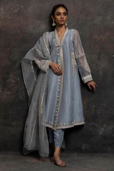 Latest Nida Azwer luxury pret traditional collection is helpful to enhance your beauty in the wedding of your beloved one. Pakistani Formal Dresses, Pakistani Fashion Casual, Pakistani Dress Design, Pakistani Outfits, Indian Dresses, Indian Outfits, Indian Fashion, Indian Attire, Indian Ethnic Wear