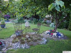 puutarha,piha,puutarhakalusteet,kivet,puutarhassa