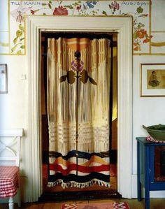 Draperi i Karin och Carl Larssons sovrum