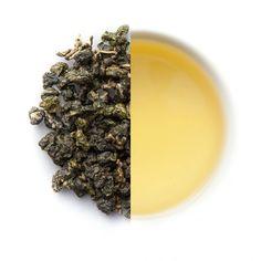 Dieser Tee wird bei uns imFriends of Tea Büro fast täglich aufgegossen, da wir alle große Oolong Fans sind. Herr Cai bautden Jin Xuangenau so wie den Milk Oolong in 1000 Metern Höhe an und erzielt so eine tolle und vor allem organisch nachhaltige Qualität des Tees.GeschmackDer Jin Xuan ist ein typischer Taiwan Oolong und offenbart beim Aufgießen florale und fruchtige Noten. Besonders auffallend bei diesem Tee ist der markante cremige und sahnige Charakter. Ein zauberhafter Oolong, welc