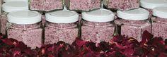 Rosenzucker aus Duftrosen - ein himmlischer Genuss! #Rosen #Rosenprodukt