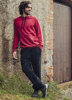 Kapuzen-Sweat-Shirt aus 100% Biobaumwolle. Erhältlich in vielen Farben.  Aus 100% BIO-Baumwolle aus kontrolliert biologischem Anbau wird dieses Langarm-Kapuzen-Shirt für Herren hergestellt. Cradle to Cradle® zertifiziert garantiert die Materialqualität ökologische Unbedenklichkeit in der kontrollierten Qualität. Neben den herausragenden Materialeigenschaften überzeugt das Kapuzen-Shirt auch mit den anschmiegsamen, pflegeleichten und strapazierfähigen Attributen.