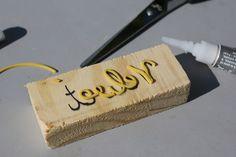 faire des tampons : morceau de bois et élastique collé